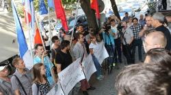 Протест у стен НАРЭ: Повышение тарифов на свет и тепло — секретное требование МВФ