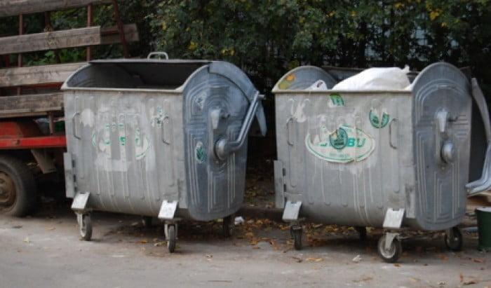 в мусорном баке нашли новорожденную девочку